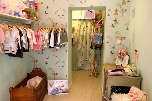 Tiendas de ropa bonitas para ni os decopeques for Decoracion de almacenes de ropa