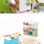 Jugando con bloques de Lego y papel