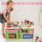Cocinita infantil convertible en banco