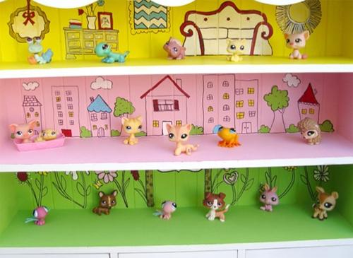 casa mu%C3%B1ecas 2 Clic clac foto ... Casita de muñecas hecha con una estanteria.