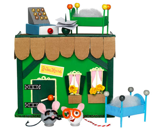 juguetes reciclados 2 copia Un mundo de juguetes reciclados con Shane y Panduro.
