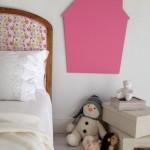 Cuelga una pizarra de colores en la habitación