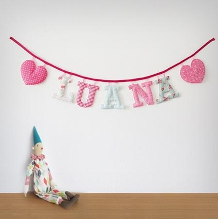 Guirnaldas de letras de tela para la habitaci n de los - Manualidades para decorar habitacion bebe ...