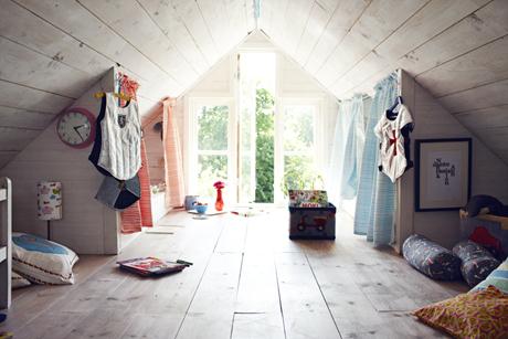 Precioso cuarto de niños en el atico