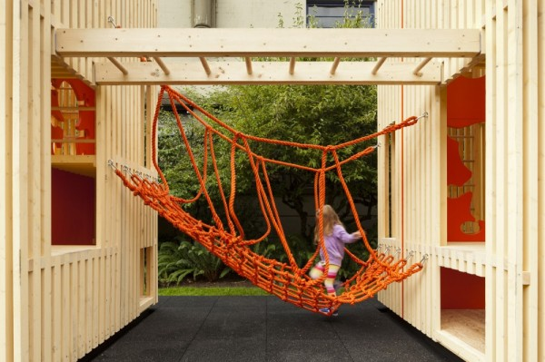 "children s playhouse sam pam office of mcfarlane biggar architects 600x399 Playhouse Sam+Pam. Una construcción infantil muy cool""."