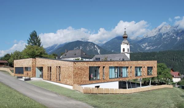 Guardería de diseño en la montaña.