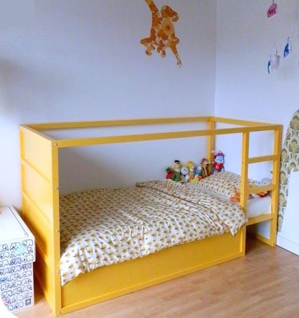 9 ideas para personalizar la cama kura de ikea decopeques - Ikea mantas para camas ...