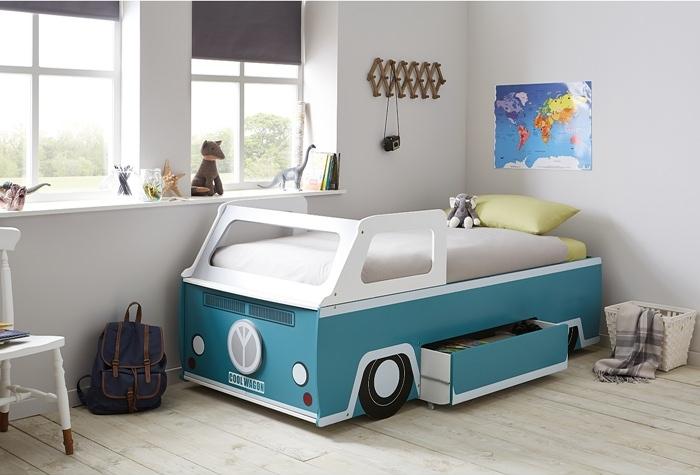 Habitación en estilo retro con la cama Camper Van
