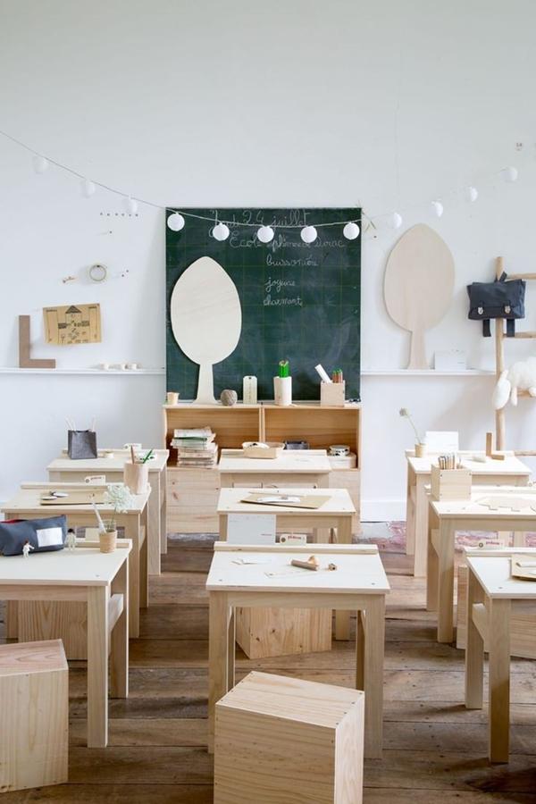 Muebles infantiles y objetos decorativos en materiales naturales