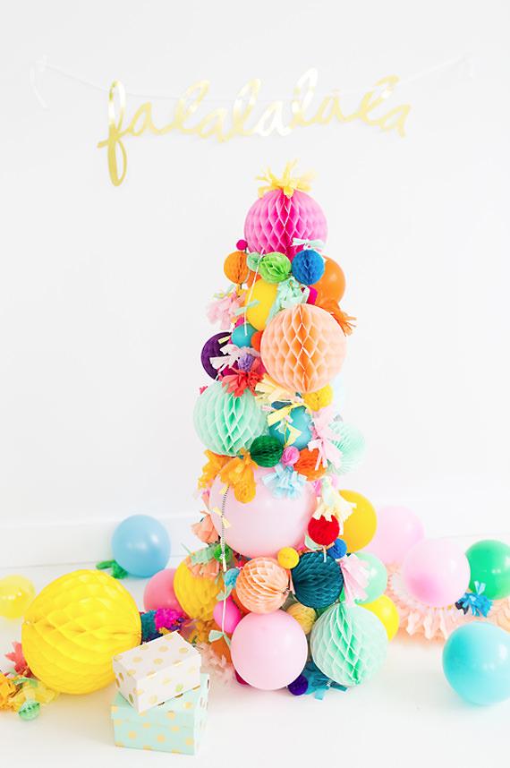 arbol navidad bolas de papel 10 Ideas de decoración navideña con niños en casa