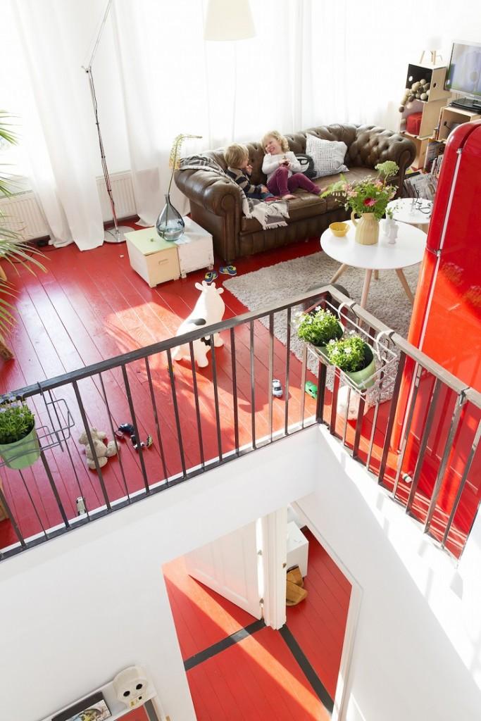 interiorismo-casa-con-suelo-rojo