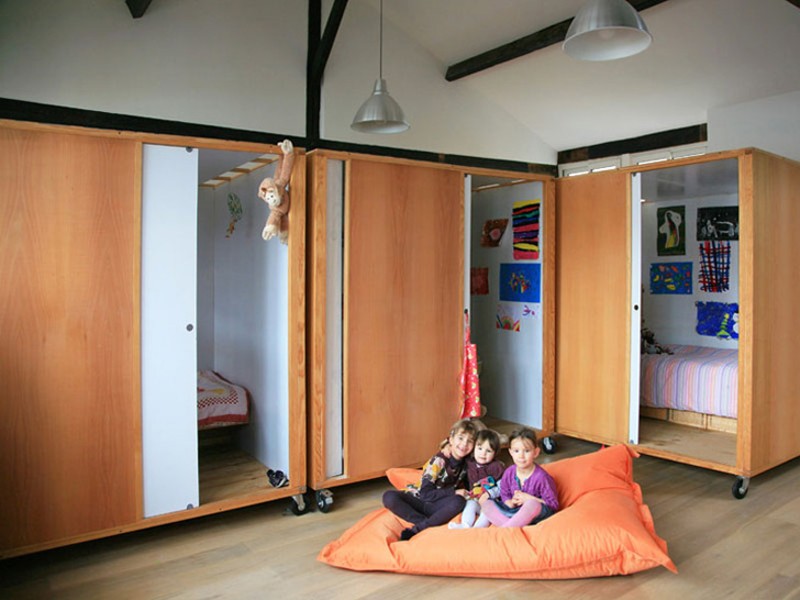 Dormitorio infantil compartido para tres hermanas for Decoracion habitacion compartida nino nina