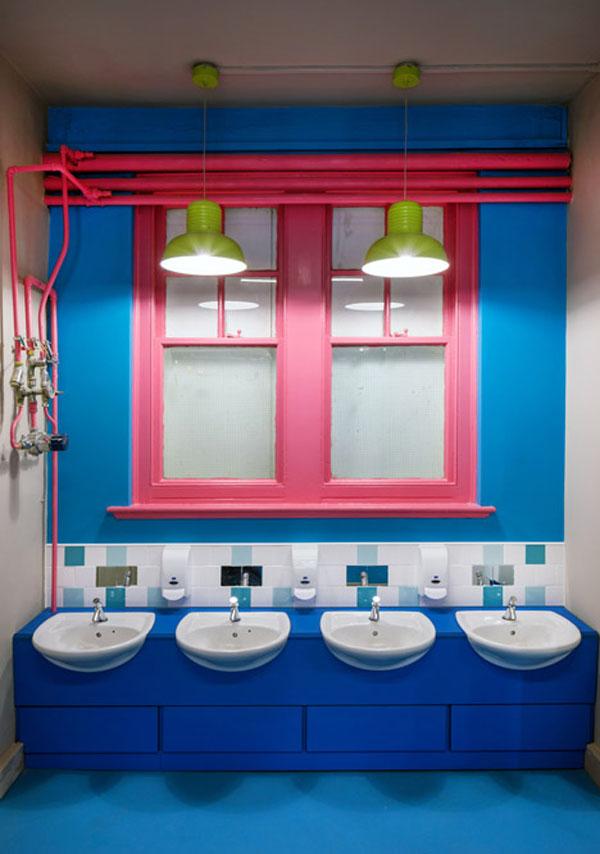 colegio-de-primaria-colorido-baños