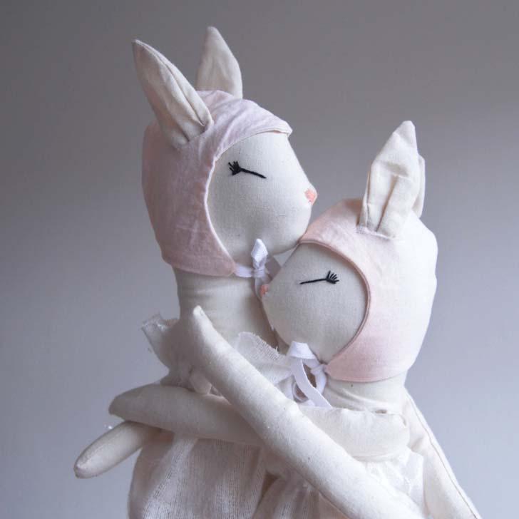 ilka-muñecos-conejos