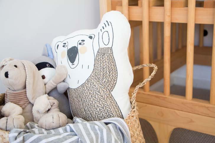 habitacion-bebe-estilo-nordico-cojines