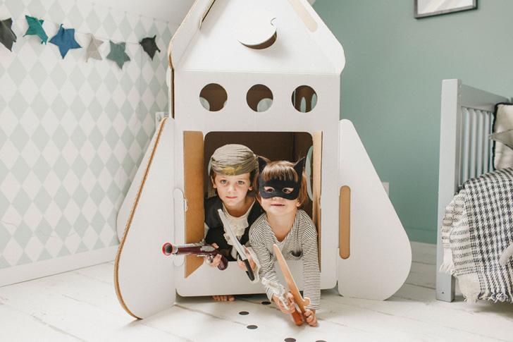 habitacion-infantil-azul-cohete-carton