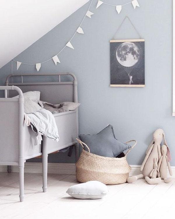 cesta-mimbre-almacenaje-en-cuarto-infantil