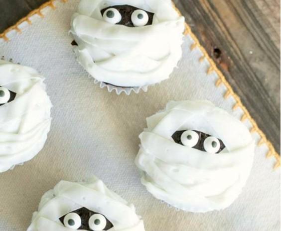 cupcakes-con-decoracion-de-momia-halloween