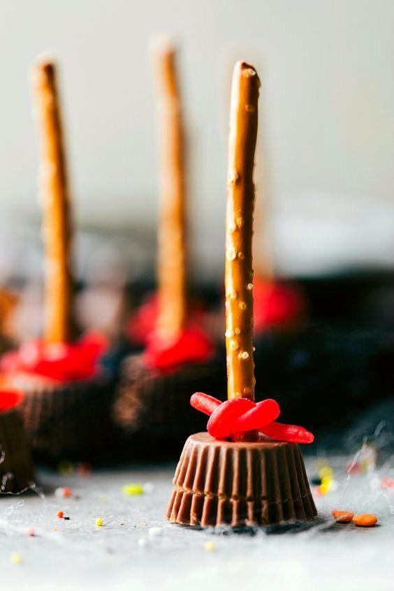 snack-palos-de-escobas-bruja-chocolate-halloween