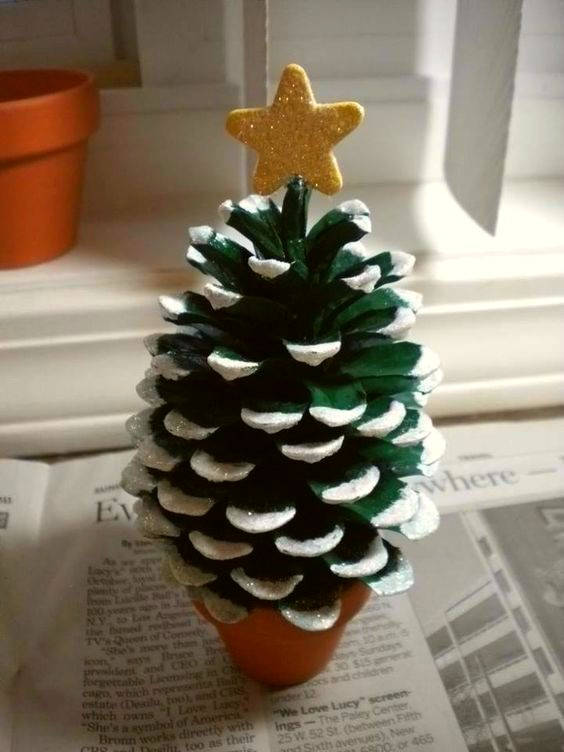 como-hacer-adornos-de-navidad-con-pinas-1