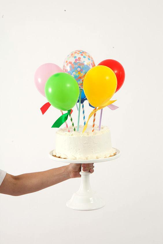 decorar-tartas-infantiles-con-globos-y-banderines-1