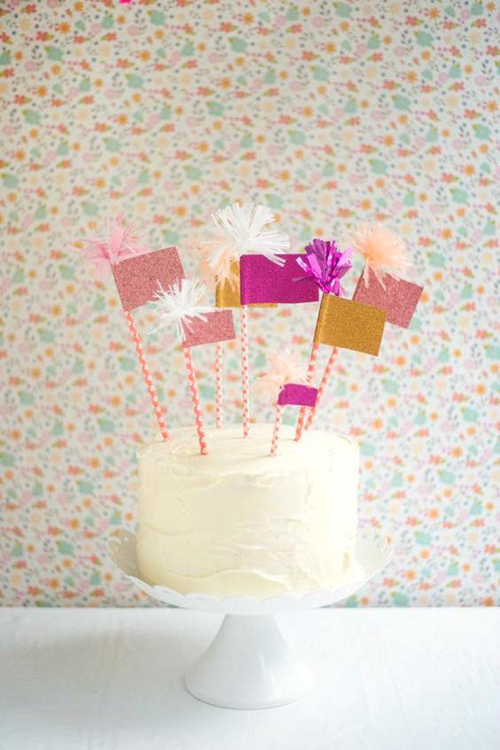decorar-tartas-infantiles-con-globos-y-banderines-2
