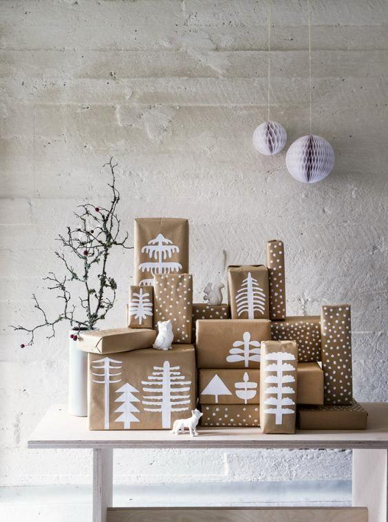 paquetes-regalos-navidad-con-adornos-bonitos-1