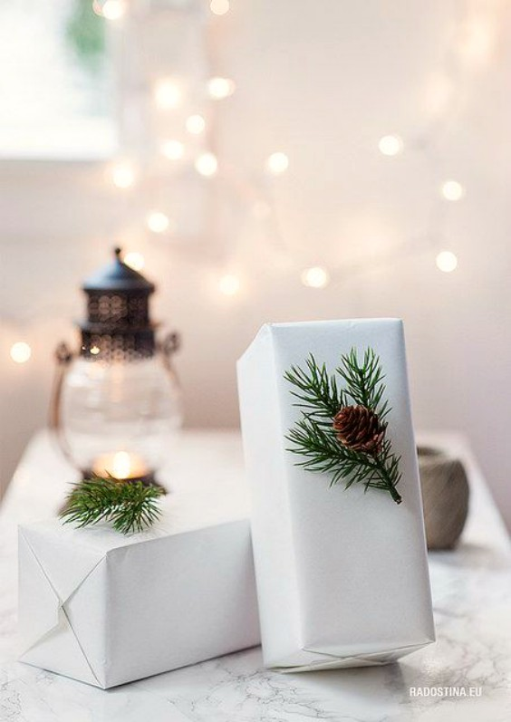 paquetes-regalos-navidad-con-adornos-bonitos-2