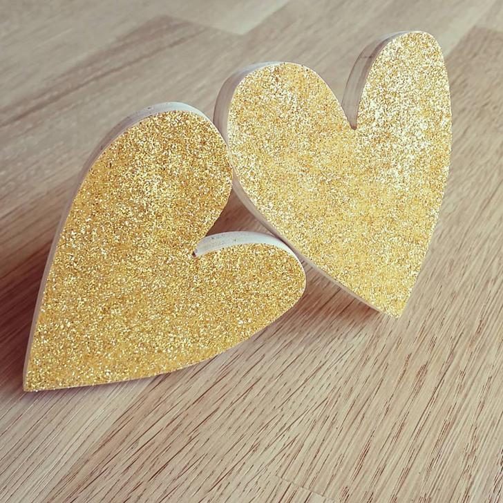 colgador-pared-corazon-oro-brillo
