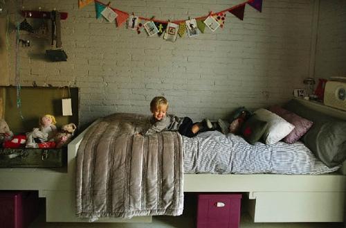 Paredes de piedra y ladrillo para la habitaci n de los - Decoracion en paredes para ninos ...