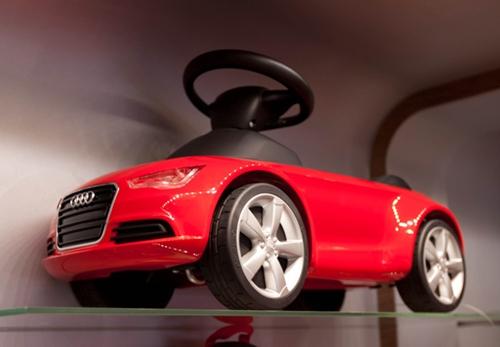 Papá con Audi, bebé con Porsche.