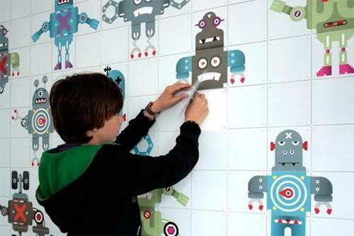 Decora la habitacion infantil con paneles y fotos gigantes.