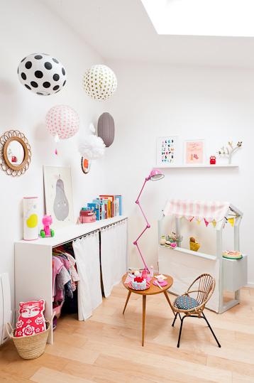 Ambientes que inspiran original mini armario decopeques for Vinilos para armarios infantiles
