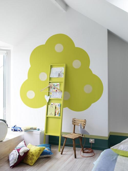 Un manzano en la habitación de los niños