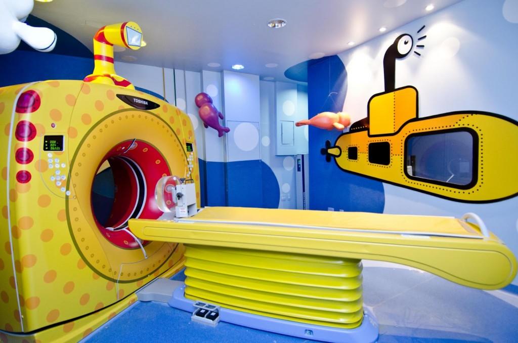 Submarino amarillo, tema del primer tomógrafo humanizado