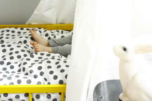 cuna amarilla habitacion infantil 3