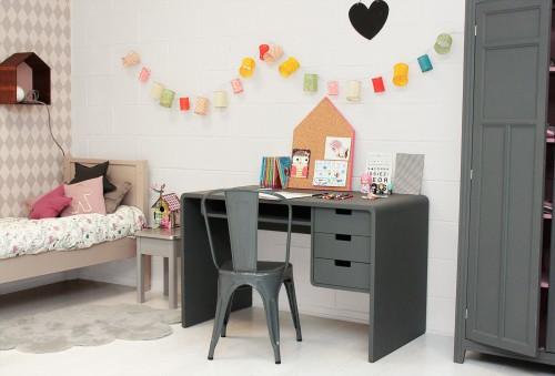 10 ideas para organizar y decorar la zona de estudio de - Organizacion habitacion infantil ...