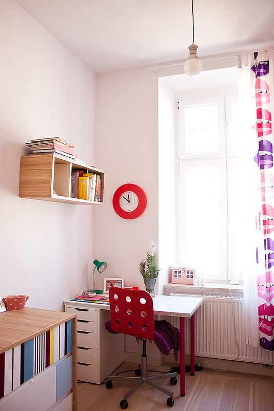 Bonita habitaci n infantil en cracovia decopeques - Cuadro mapamundi ikea ...