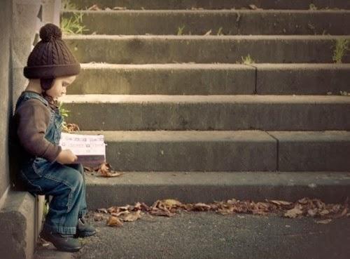 Resultado de imagen para niño con libros