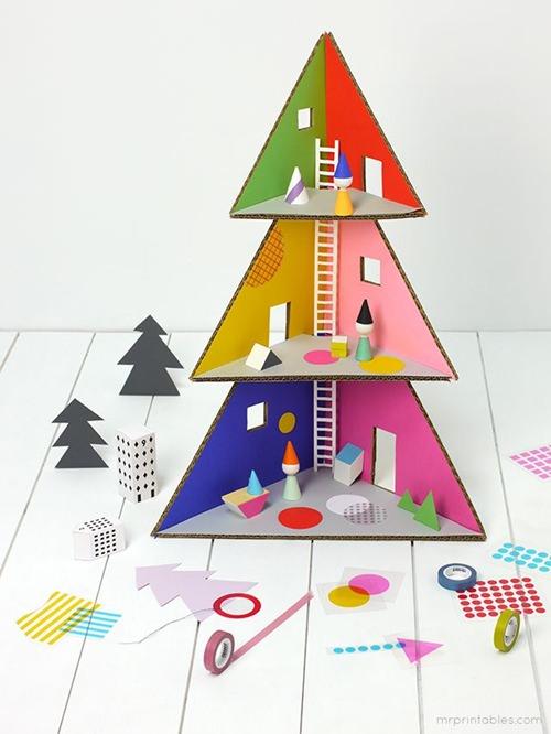 12 ideas para hacer esta navidad con los ni os decopeques for Arbol de navidad con cajas de carton