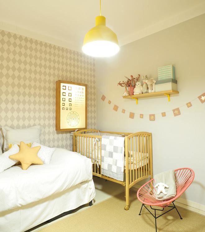 Dormitorio de Bebé en gris con pinceladas de color