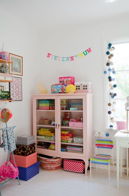 guirnaldas-luces- ventana-dormitorio-infantil