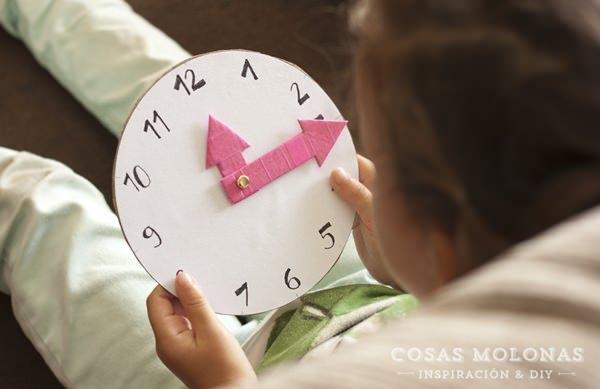 manualidades-carton-niños-reloj