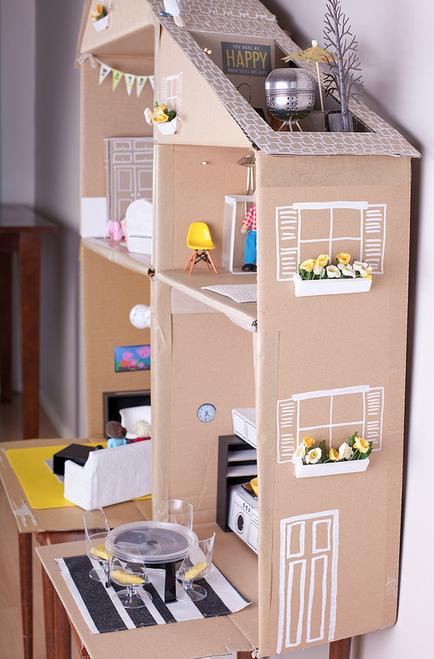 Домик для кукол своими руками из картонной коробки