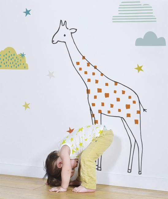 vinilos-decorativos-infantil-grandes-jirafa-naranja-nubes-lilipinso-s0967_amb