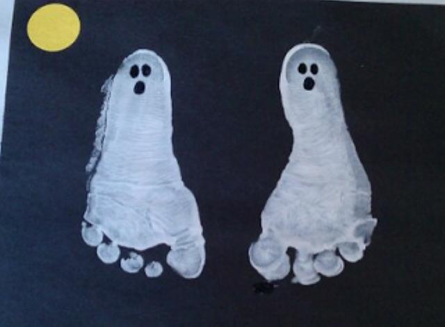 pies-fantasmas-manualidades-halloween