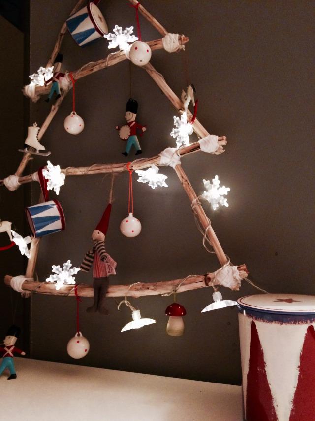 un rbol de navidad para niosufcil y muy trendy