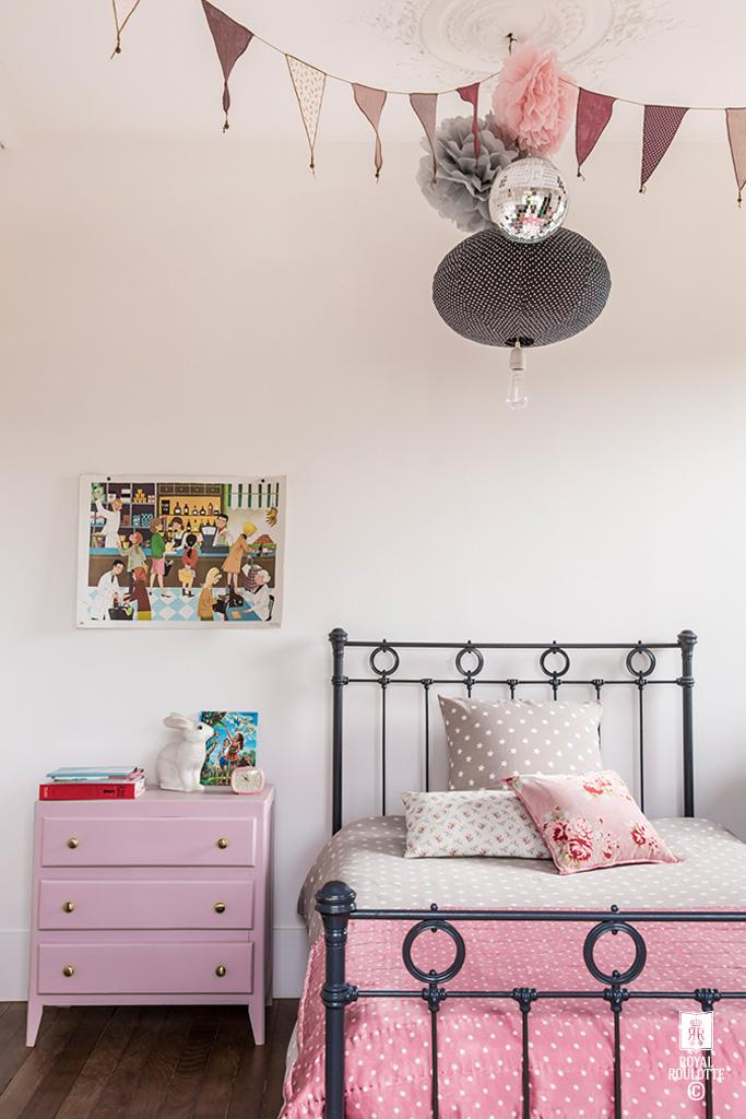 dormintorio-niña-rosa-lunares