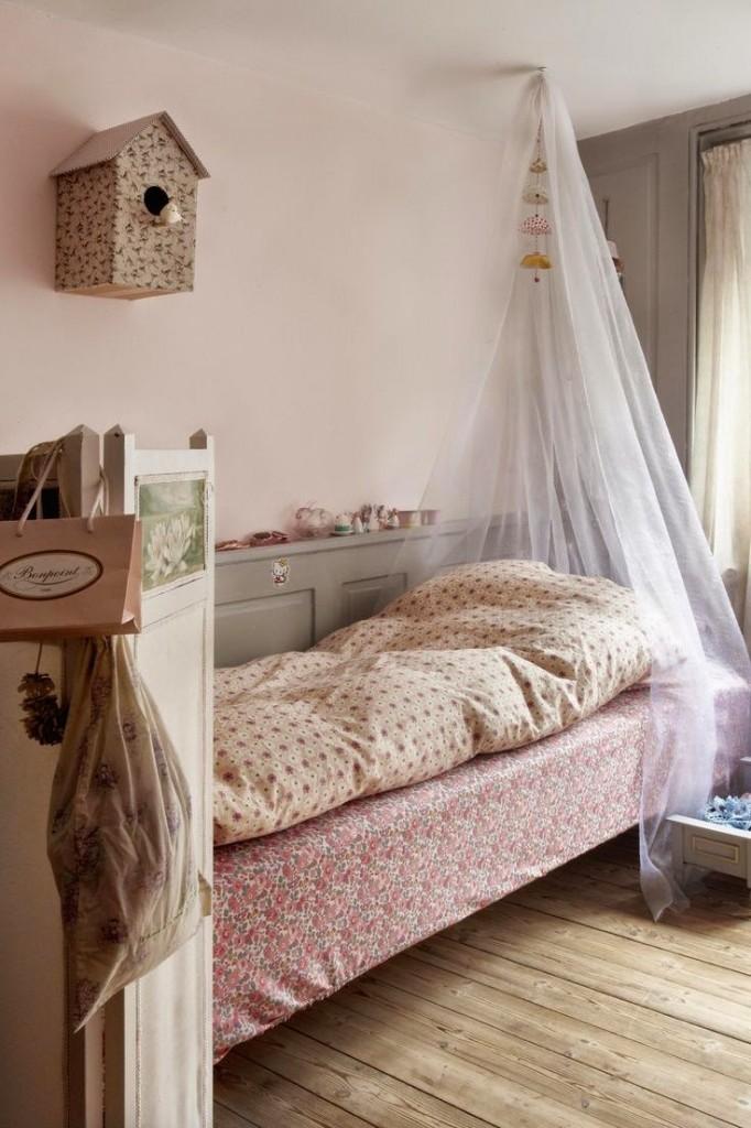 dormitorio-para-niñas-flores-dosel