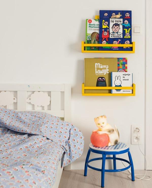 Diy estanter a para cuentos y libros con el especiero de for Estanteria pared infantil
